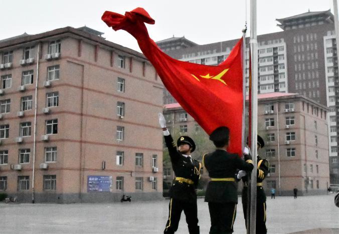 百川汇海阔 风正好扬帆 ——我校举行开学第一次升旗仪式