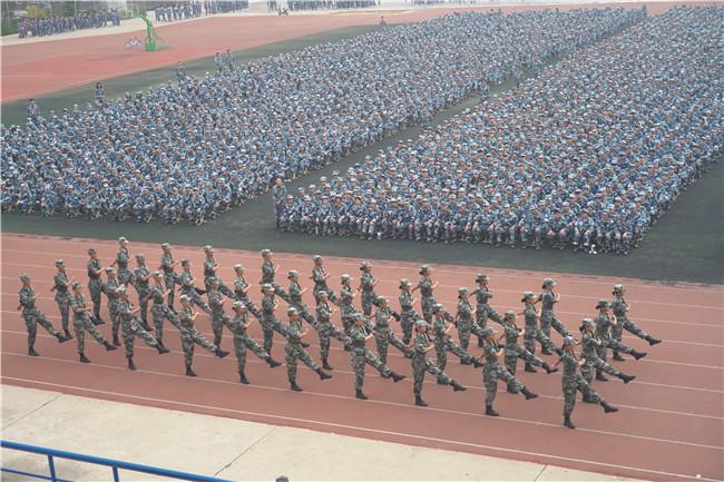 保理学子展风采 共以青春筑芳华我校举行2021级新生军训开营仪式